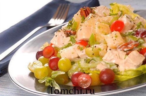 Fransuz salati (Salat tovuq go'shti, uzum, yong'oqlar va kaperdan)