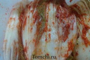 Kimchi tayyorlash.